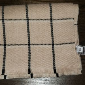 New Gap Winter Plaid Fringe Blanket Scarf